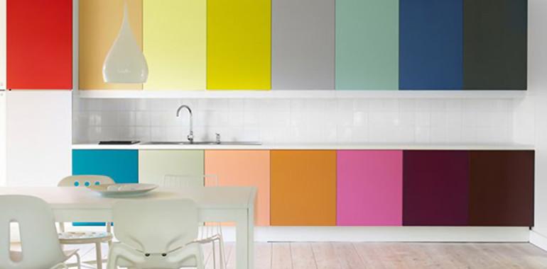 Цветовые решения и дизайн кухонных гарнитуров.